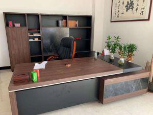 昆明电脑桌、办公桌回收、办公椅,及现代家具回收,地毯以及各种办回收、公用品等